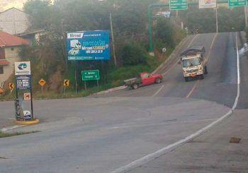 Falta de semáforos en la intersección de la vía rápida y Alberto Ochoa
